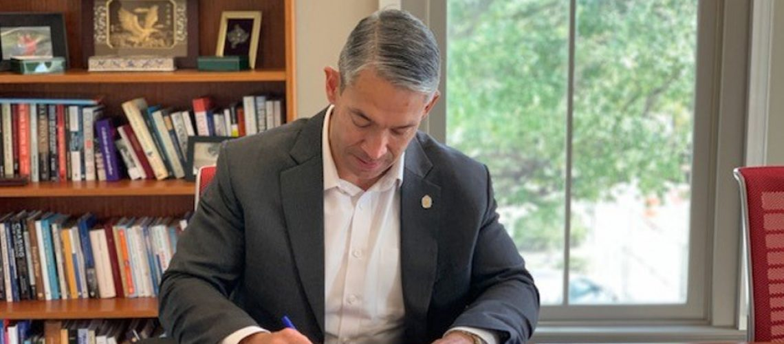 Aging-Connected-mayors-pledge-older-adults-technology-services